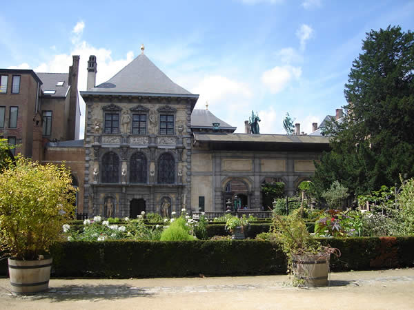 Рубенс дома сад