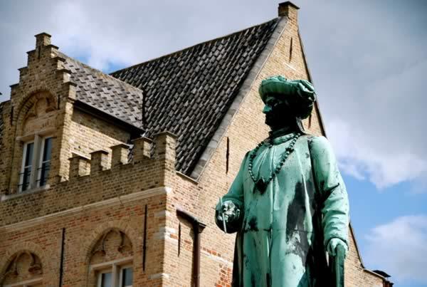 Ян ван Эйк статуя