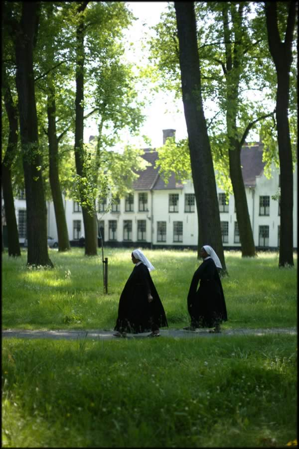 Beguines в Beguinage Брюгге