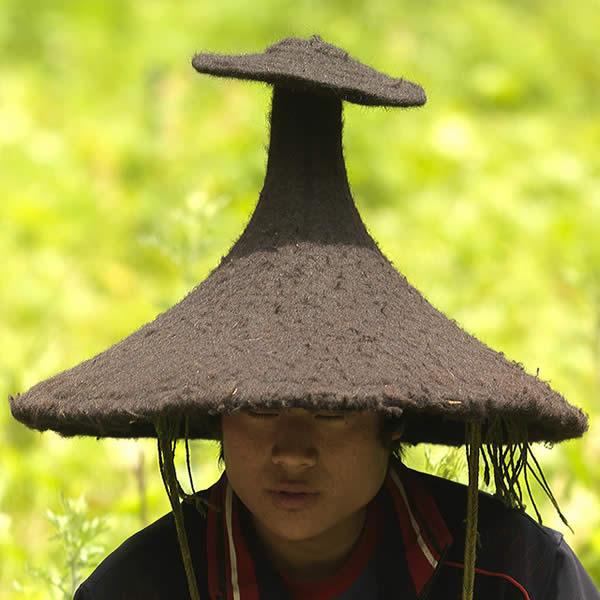 Shaman in Lugu lake - China Yunnan