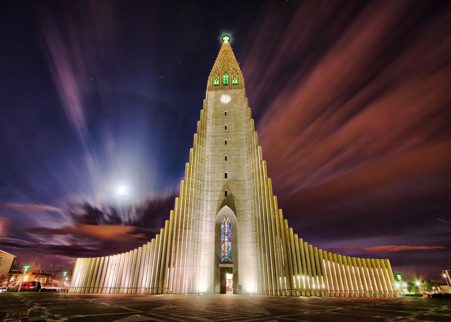 Hallgrímskirkja by Night Reykjavik