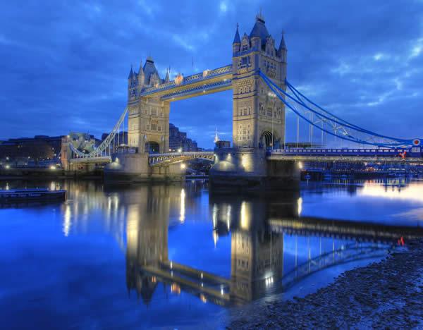 Отражение на реке Темзе