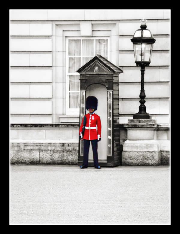 охранник в Букингемском дворце