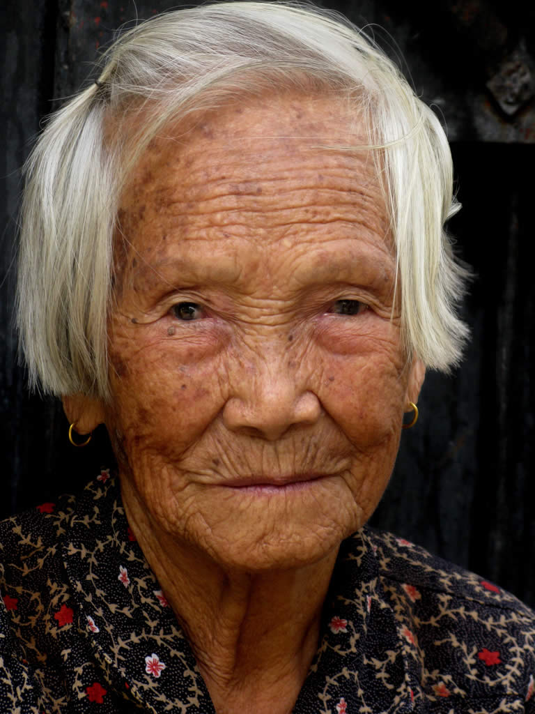 Old Woman Face Displaying 16> Imag...