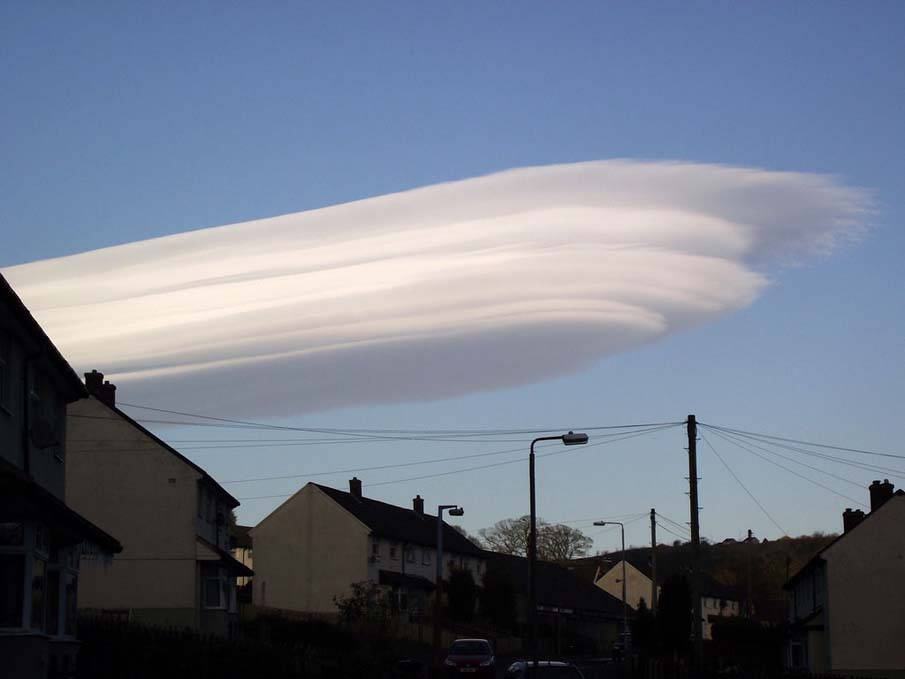 Lenticular Cloud Formation