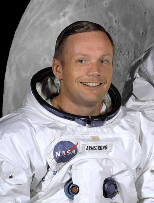 Neil_Armstrong_in_suit