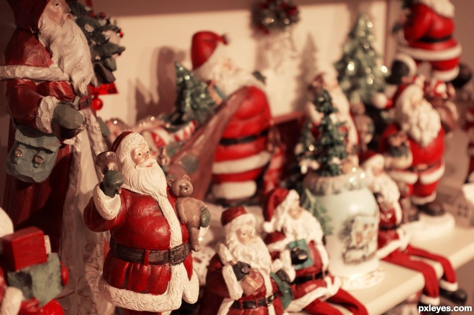 Santas on the Shelf
