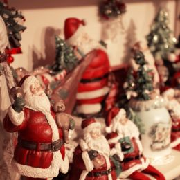 SantasontheShelf