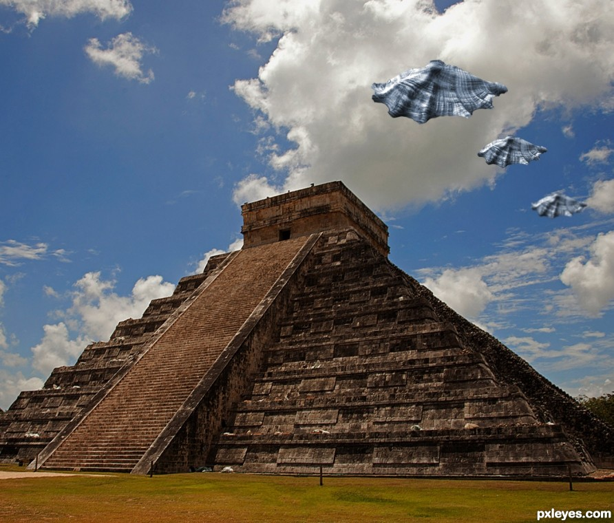 UFOS Sighting Over Kukulcan Pyramid