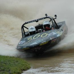 v8 super boat Picture