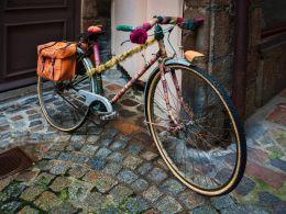 Warmly dressed bike