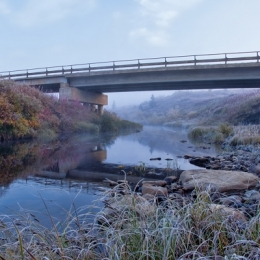 SmallbridgeintheoilfieldNorthofRussia