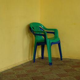 стулья в углу Picture