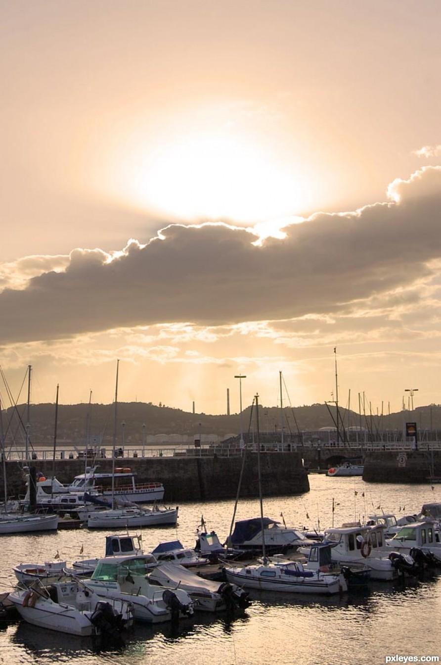 Sun landing behind the harbour
