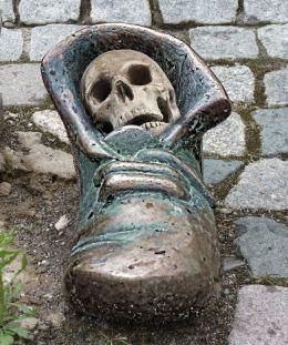 Deaths Shoe