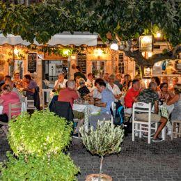 CrowdedRestaurant
