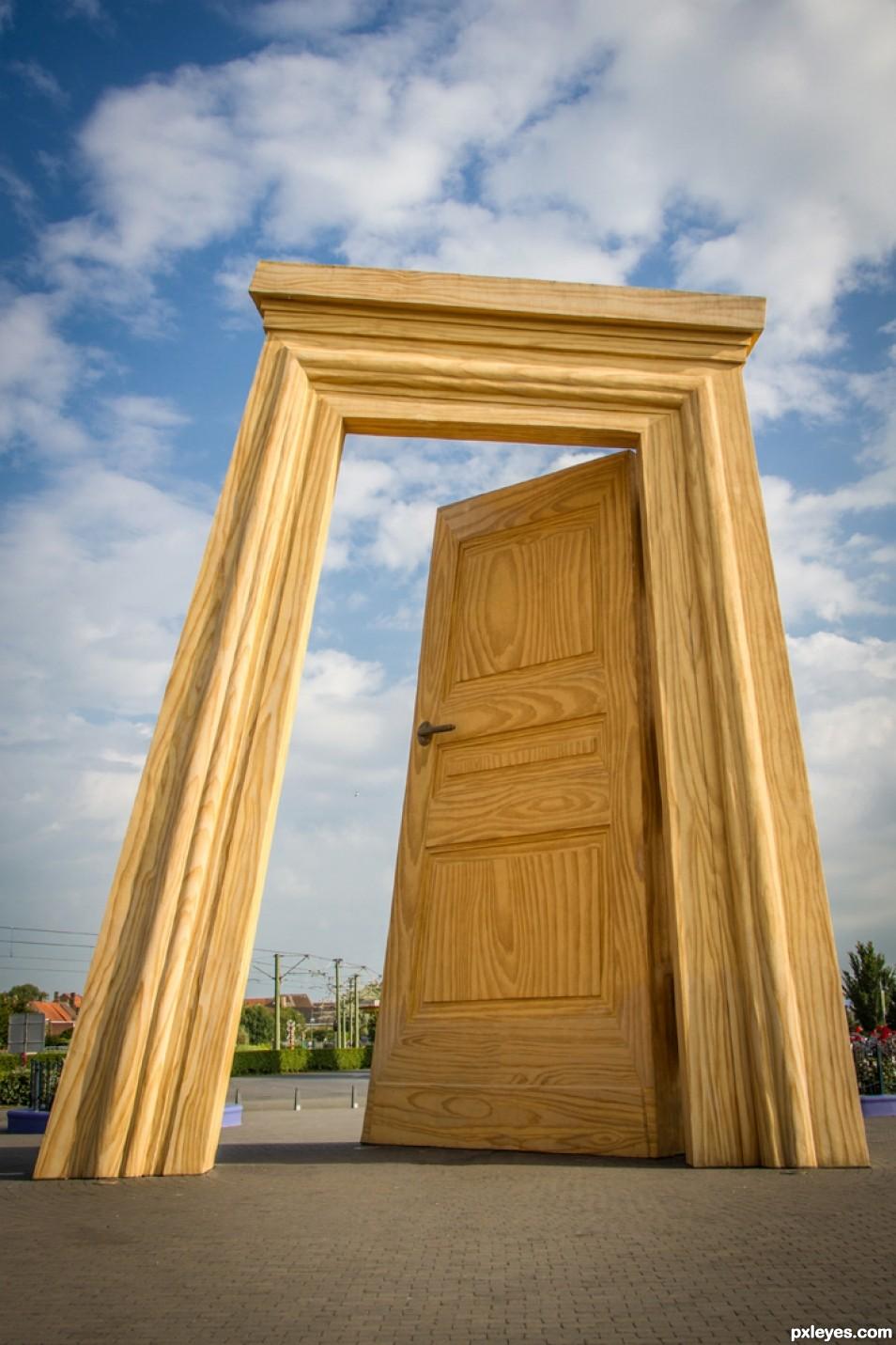 A door for giants !