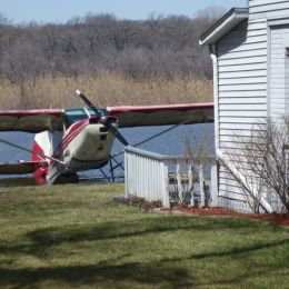 LakeHouseandaWaterplane