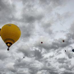 Flyingbyballoon