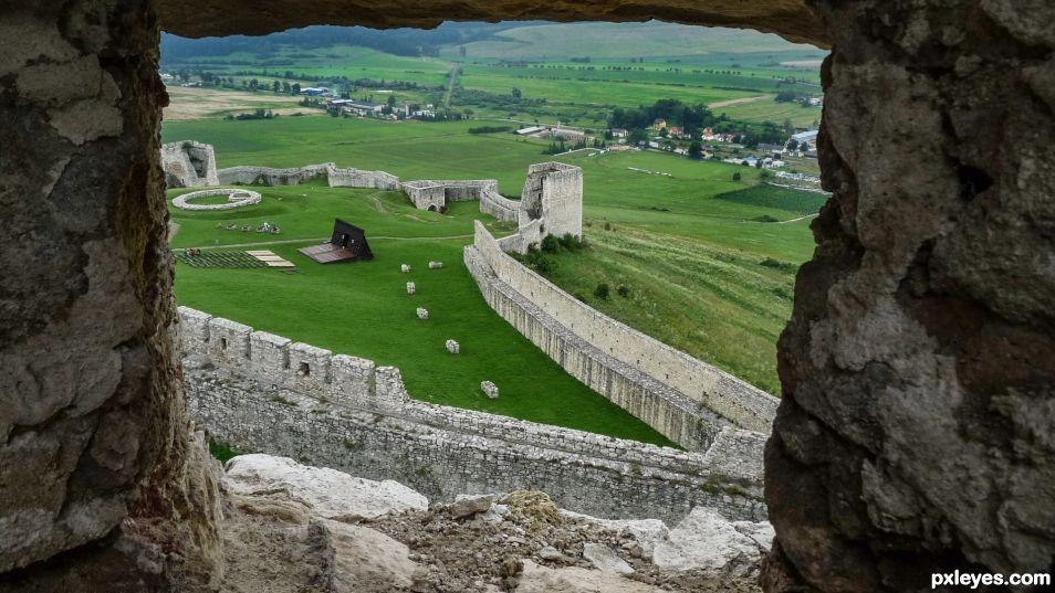 Spi� Castle