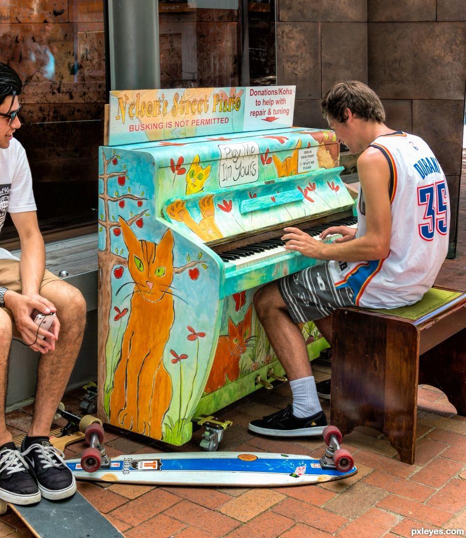 Comunnity piano