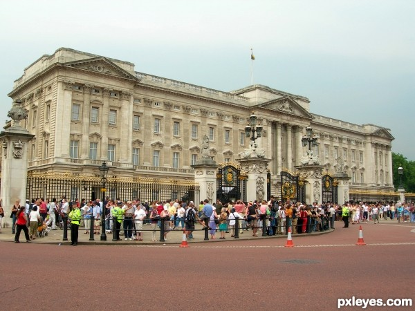 Waiting for the queen...