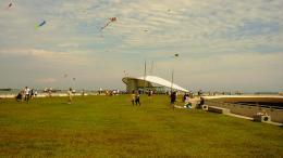 KiteflyingatmarinaBarrage