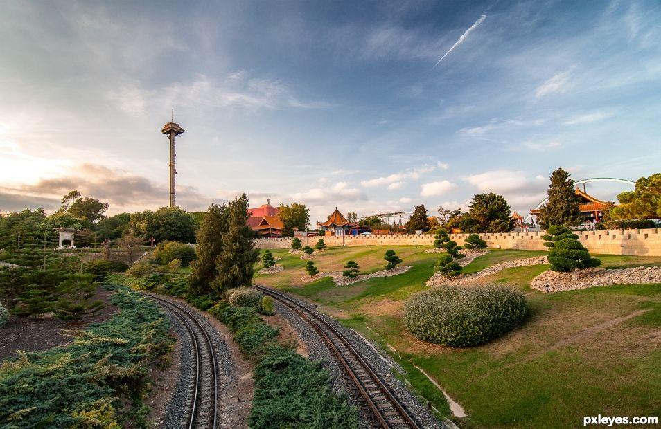Train track & drop tower