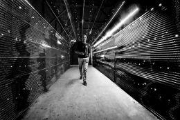Dark tunnel of light
