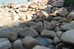 couplelostatbeachrock