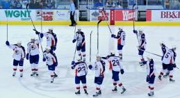 13 Triumphant Hockey Players
