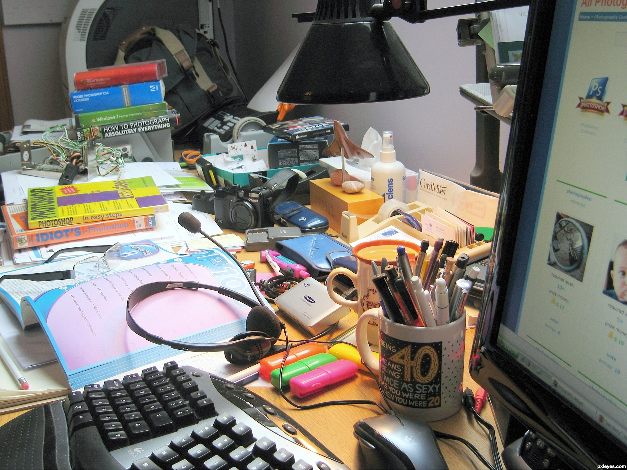 messy%20desks 4c4c471bdacf7 hires - 7 Ways to Fight Clutter