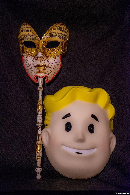 Old venetian mask vs plastic