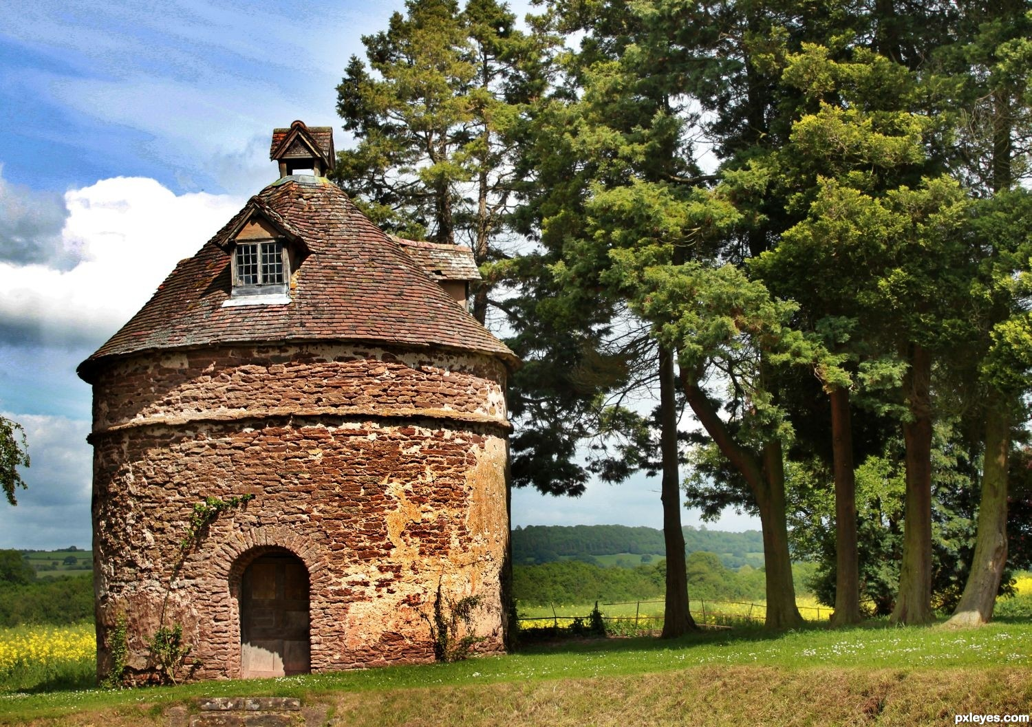 Storage Hut In Kyre England Picture By Heathcliffe For