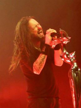Jonathan Davis rocking it out on stage!