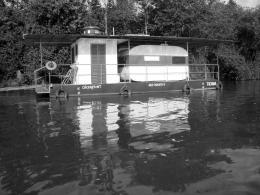Strangeboat