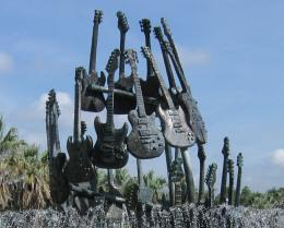 GuitarStatue