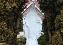 StatueinWhite1