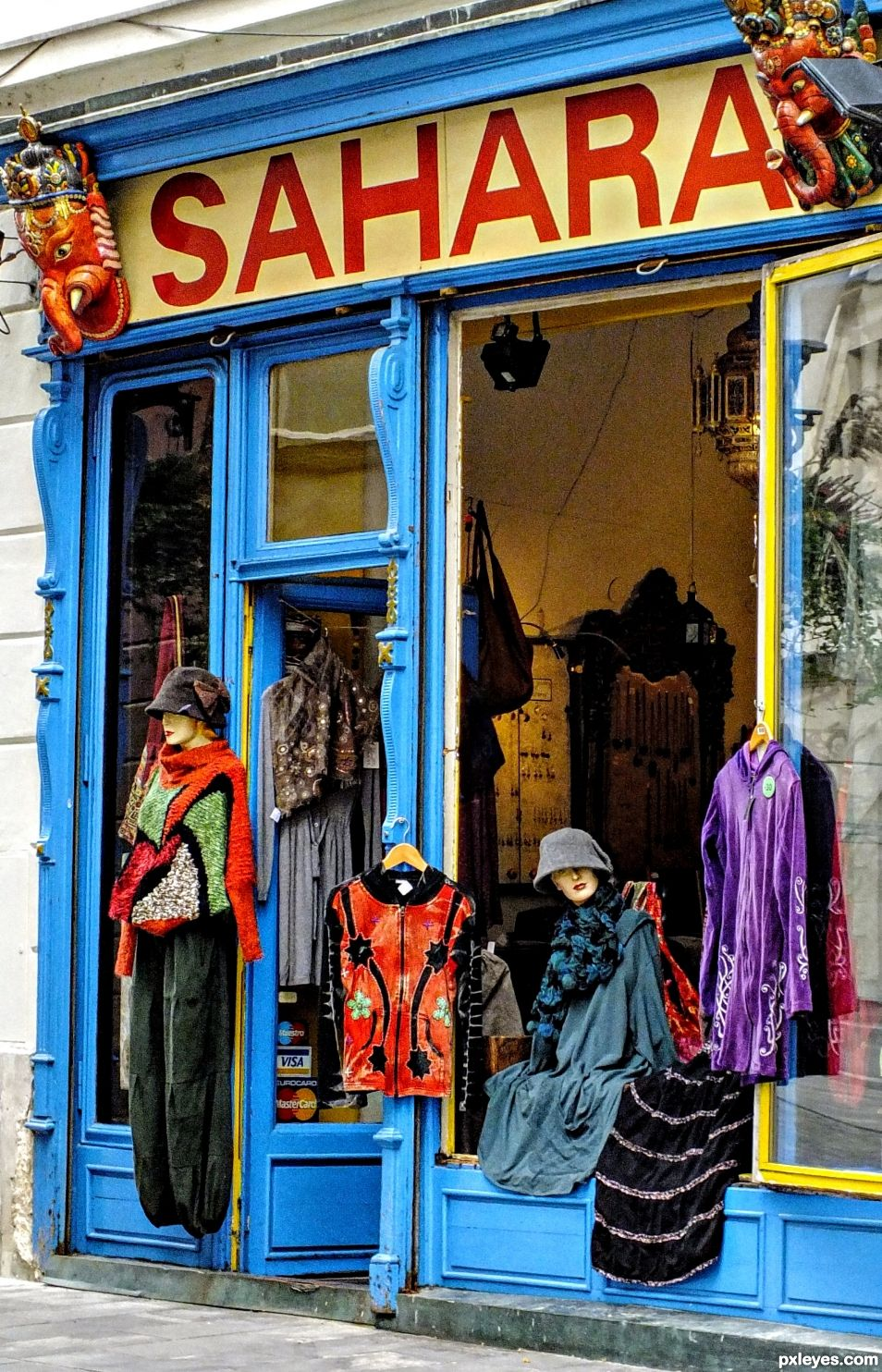 Retro Clothes Shop