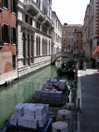 Veniceunusualroad