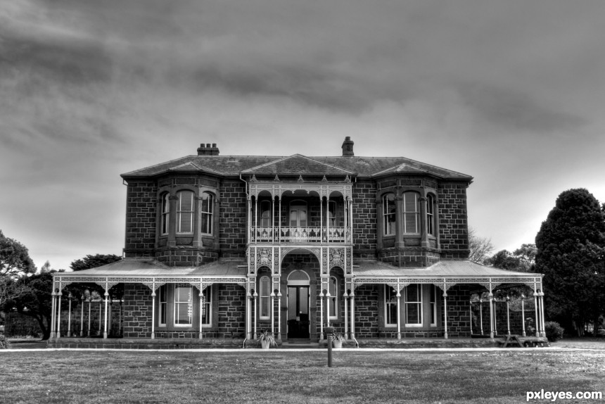 Creepy Mansion photoshop picture)