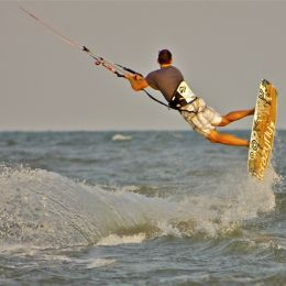 GettingairwithKitesurfing