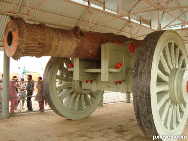Worlds Biggest wheeled cannon