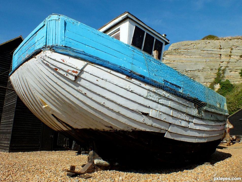 White Bottened Boat